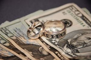 1035694_wedding_rings_and_money.jpg
