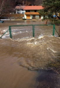 1304789_flooded_house_in_moravian_city.jpg
