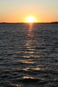 1358390_sunset_over_a_lake.jpg