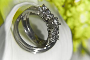 911149_wedding_rings_3.jpg